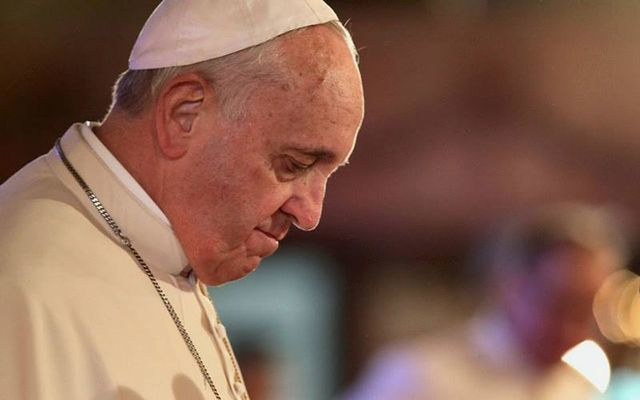 cropped_cropped_Pope_Francis_bowed_head